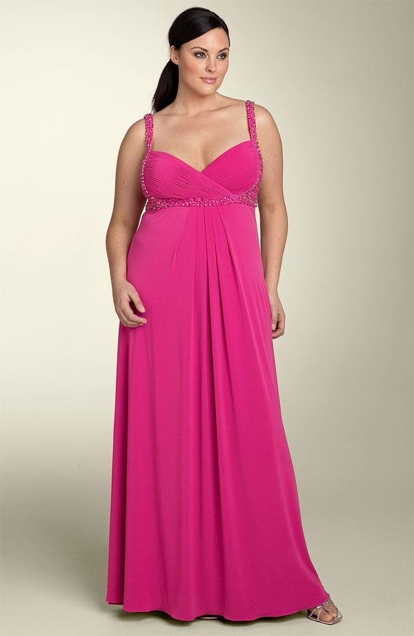 Для лета предпочтительны платья из хлопка, шифона, трикотажа.