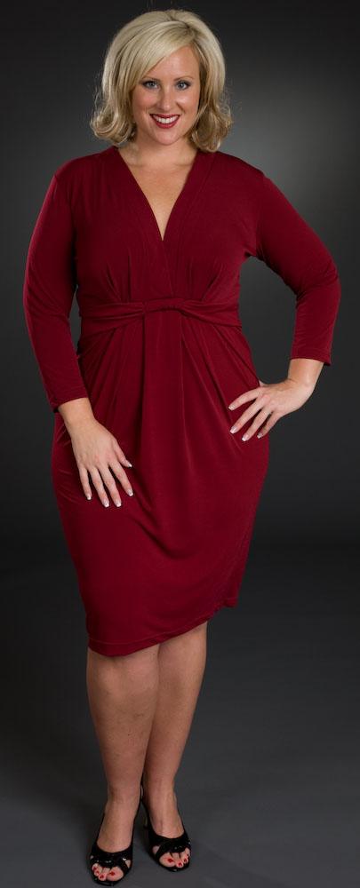 Платье-футляр для полных это идеальный фасон, уместный в любой ситуации.
